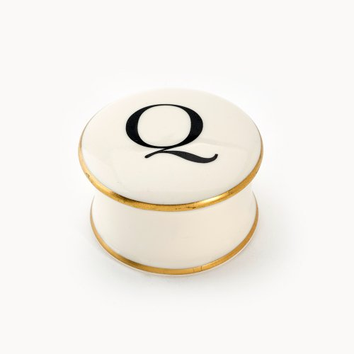 BASKERVILLE LETTER Q TRAVEL CANDLE