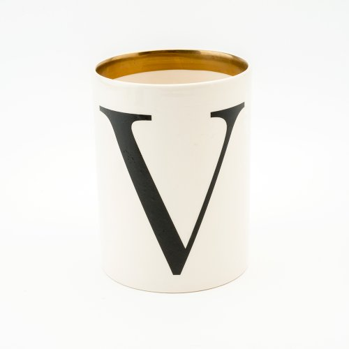 BASKERVILLE LETTER V LARGE PEN POT