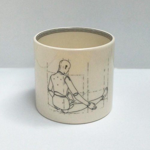 MODEL BACK SMALL PEN POT