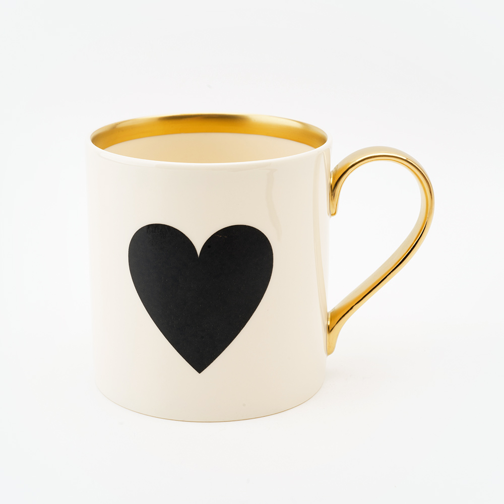 22ct gold black heart mug