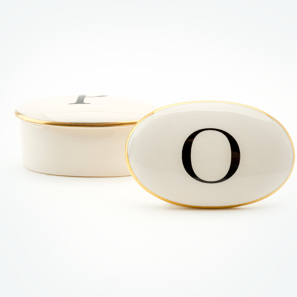 Baskerville Letter O 22ct gold trinket box