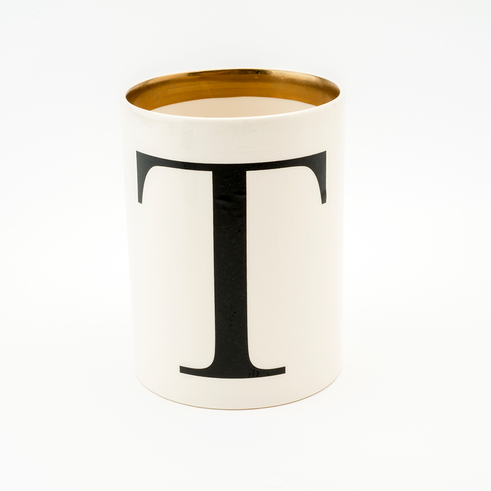 Baskerville letter T large pen pot